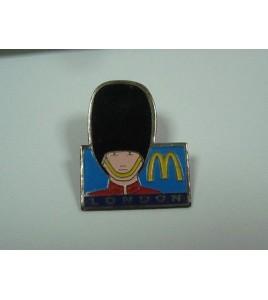 Pins pin's Mac Do London Arthus Bertrand